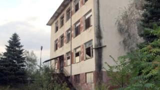 Руши се старо училище в самоковското село Поповяне