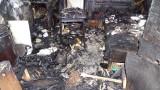 Пожар изпепели къщата на многодетно семейство в Брестник
