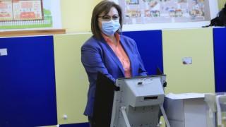 Корнелия Нинова почака на опашка и гласува машинно