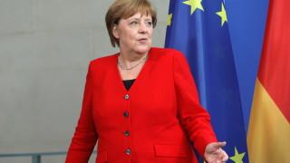 Меркел предупреди за надигането на тъмни сили в Европа