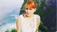 Цветана Манева в стилен клип на Рут Колева