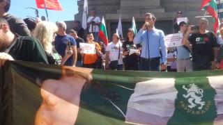 Протест срещу COVID мерките пред парламента
