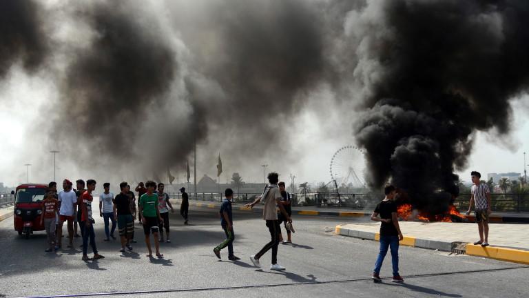 Загиналите при протестите в Ирак вече са 65