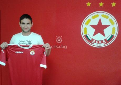 Тунчев се разбра бързо с ЦСКА, подписа за година