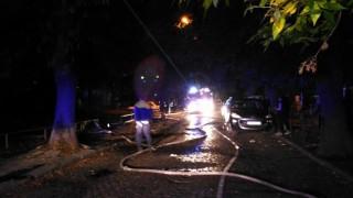 Голям пожар избухна в Бургас, близо до бензиностанция