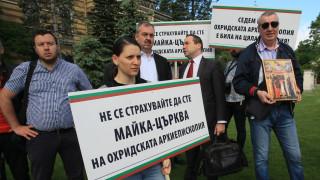 От ВМРО искат Светият синод да промени решението си