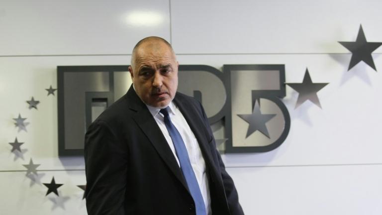 Борисов проветрява и подменя, но иска младите да мислят с главите си