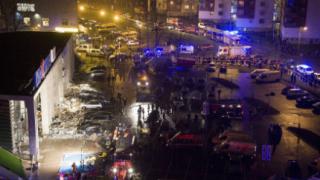 В Рига рухна покрив на търговски център, има загинали