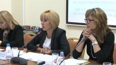 Манолова изпраща Меглена Кунева за 3 дни в детски интернат