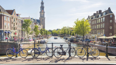 Стрелба при централната банка на Холандия, нападателят е убит