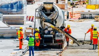 НСИ: Промишленост и търговия растат, строителството се свива