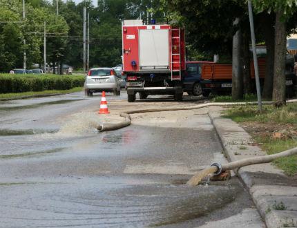 Проливен дъжд отново наводни домове в Добрич