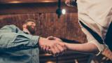 Ръкостискането и какво издава то