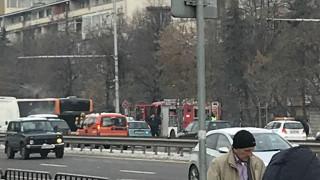 """Автобус пламна в движение на """"Цариградско шосе"""""""
