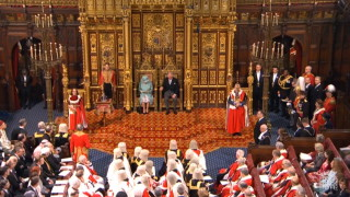 Кралицата: Здравеопазването и тероризмът – приоритетите в програмата на Джонсън