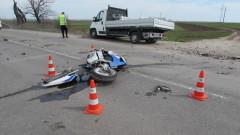 Двама мотористи загинаха в неделя до обед