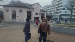 """Комисия обследва сгради-културни паметници на площад """"Тройката"""" в Бургас"""