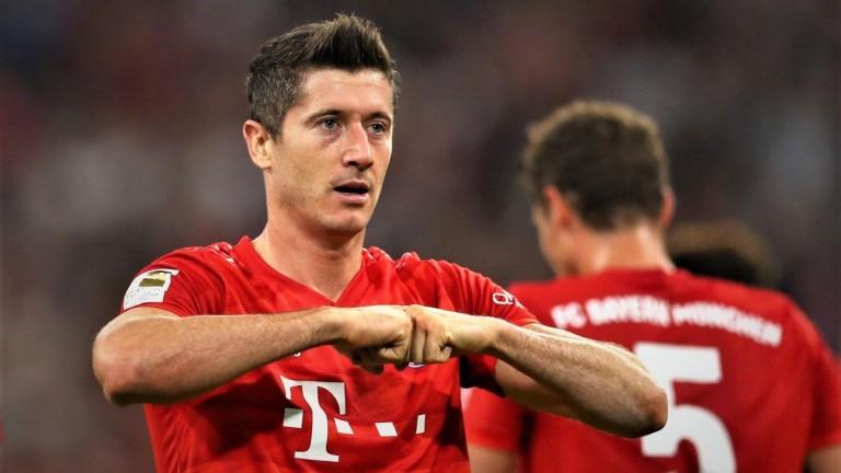 Голмайсторът на Байерн (Мюнхен) Роберт Левандовски вкара два гола при