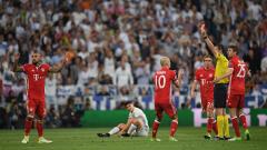 Артуро Видал бесен: Обраха ни! Съдията ни изхвърли от Шампионска лига!
