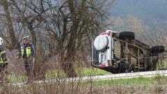 ТИР смаза 3 коли край Банско, един човек е загинал