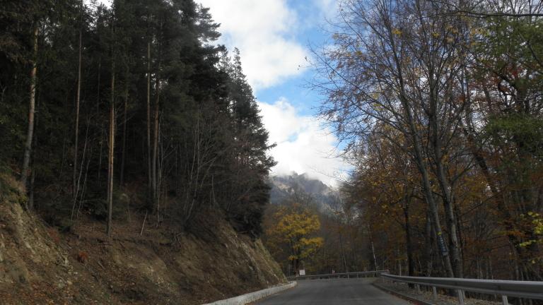 Спасиха две туристки, изгубили се край пещера в Кърджалийско
