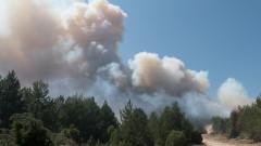 Силен пожар край Бургас, горят 10 дка сухи треви