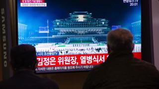 Севернокорейци носиха маски на манифестация след военния парад