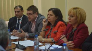 Над 500 сигнала срещу ЧСИ-та получила Манолова тази година