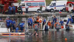 Извличат на брега потъналия туристически кораб край Одеса