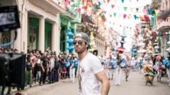 Енрике Иглесиас блокира улиците на Хавана (ВИДЕО)