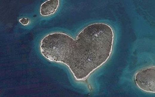 Остров във формата на сърце стана хит за Св. Валентин