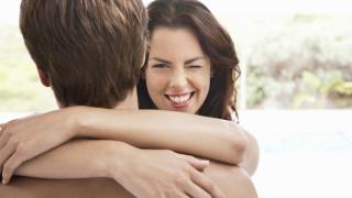 Трикове, чрез които жените печелят мъжкото внимание