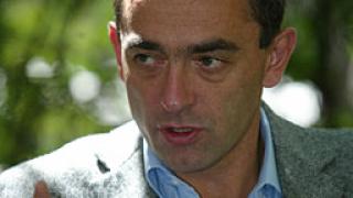 Наполовина намаляват партийните клубове в София