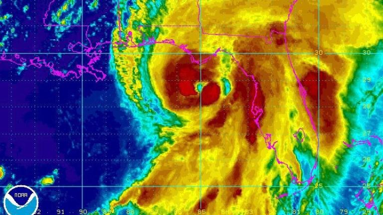 Мощен ураган удари Флорида за пръв път от 11 години насам