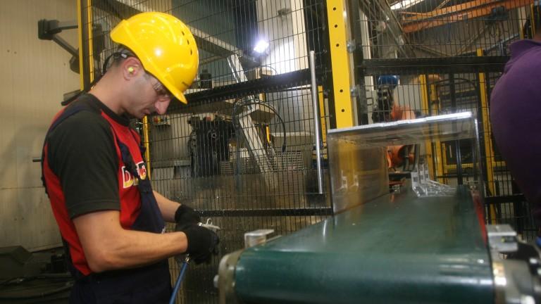 Близо 24 000 безработни са започнали работа през март