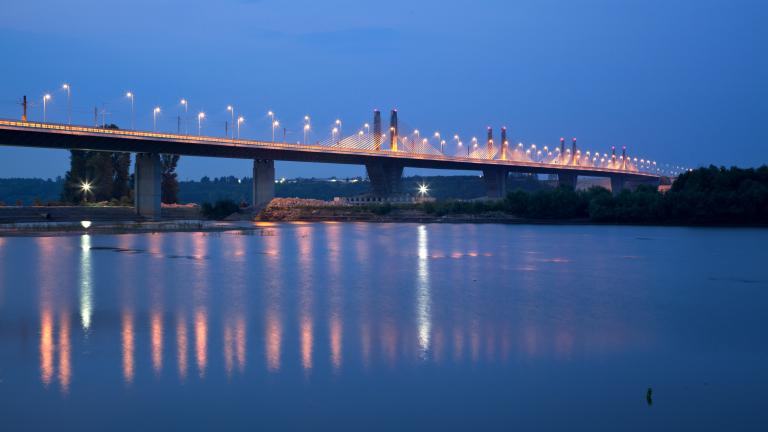 Спряха движението по Дунав мост 2