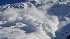 Трима, сред които и бебе, загинаха при лавина в Русия