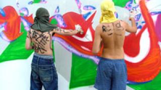 Изрисуват с графити Морската гара във Варна