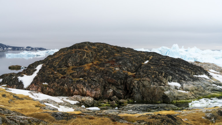 Все по-малко площи в Гренландия са обвити в лед.