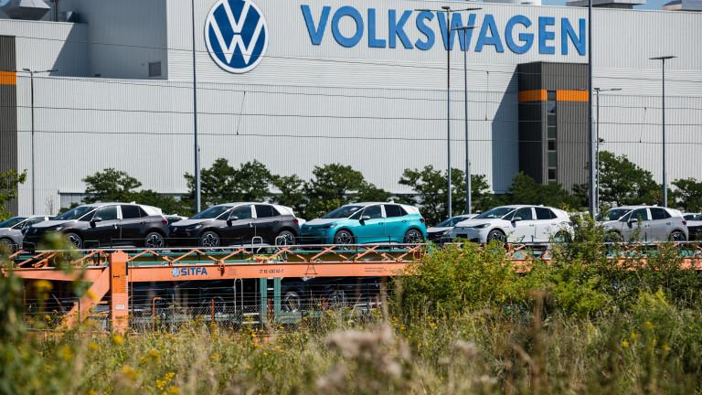 Заради дефицита на чипове: Volkswagen свива производството над очакваното