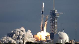Ракета Falcon 9 с провизии и слънчеви панели излетя за МКС