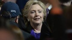Тръмп може да започне едностранна ядрена атака, предупреди Клинтън