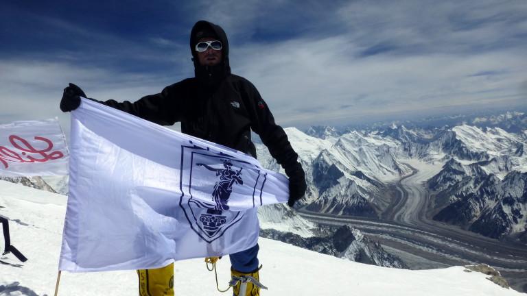 Българският алпинист Иван Томов е изкачил четвъртия най-висок връх в