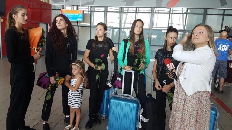 """""""Златните момичета"""" се върнаха в България (СНИМКИ)"""