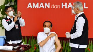 Инфлуенсърите са приоритет за ваксиниране в Индонезия