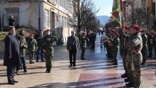 Каракачанов дари икона на бойците от 35-ия наш контингент в Афганистан