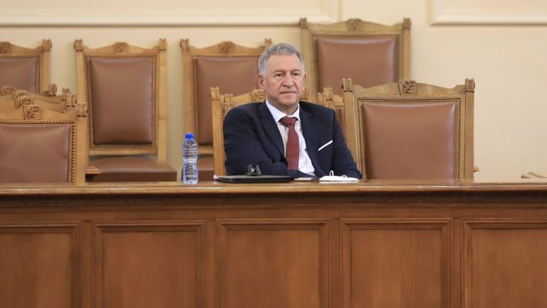 ВМРО иска глоба за Кацаров - разхождал се в НС без маска