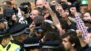 48 арестувани след антиислямска демонстрация в Манчестър