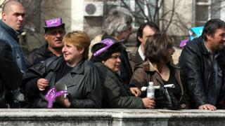 Кремиковци запалиха плакати с министри пред МИЕ