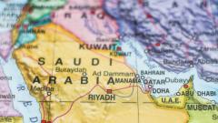 Саудитска Арабия прихвана две ракети над Рияд